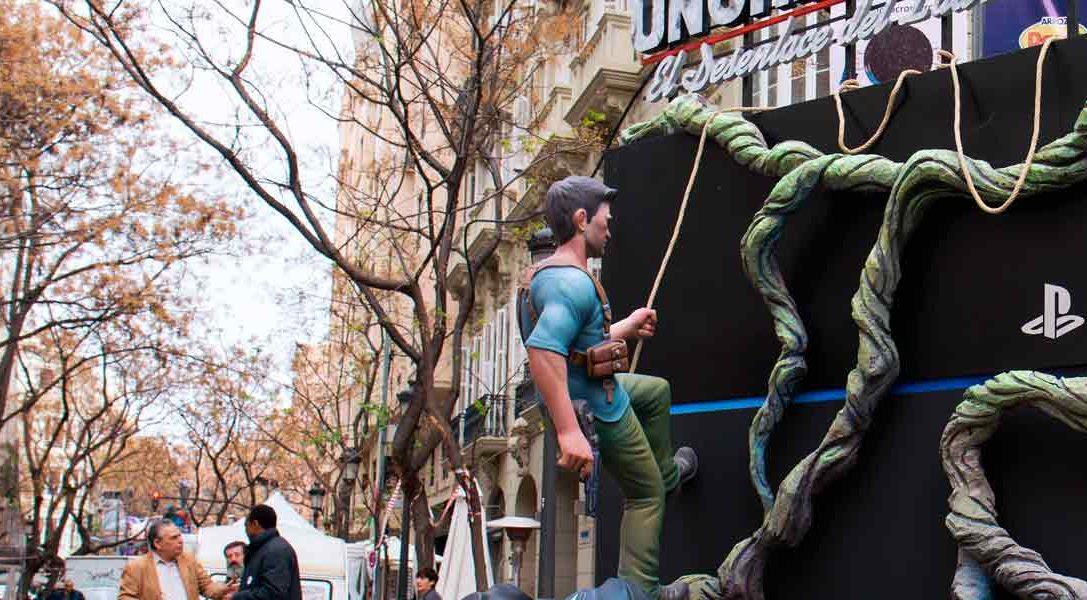 La falla PlayStation ya luce en Valencia