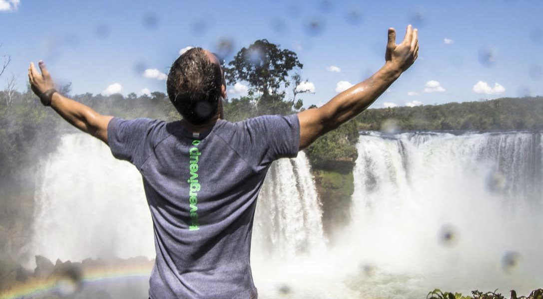 Mira cómo el kayakista Pedro Oliva afronta una catarata de 25 metros en el nuevo vídeo de La conquista de Uncharted