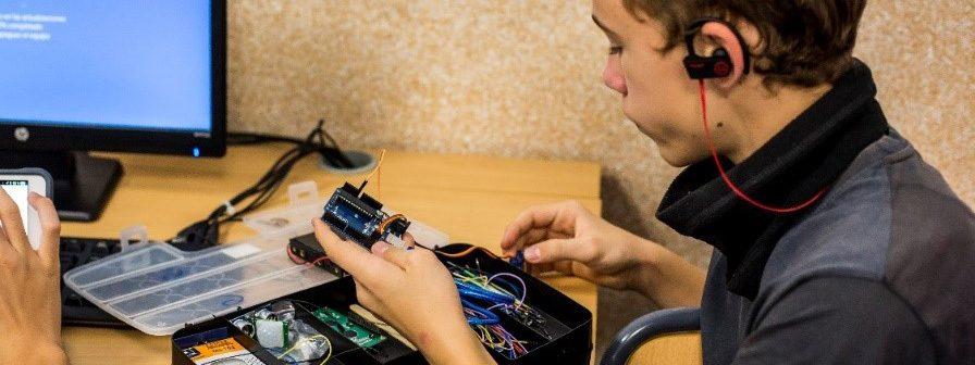 PlayStation colabora con el concurso de robótica 'I Brains Bot League'